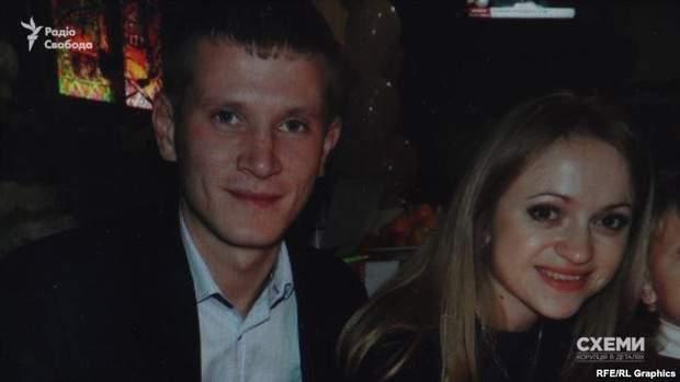 Дочка Гадзала Оксана Черник і її чоловік Юрій Черник виявилися з-поміж нових власників земельних ділянок у Гатному