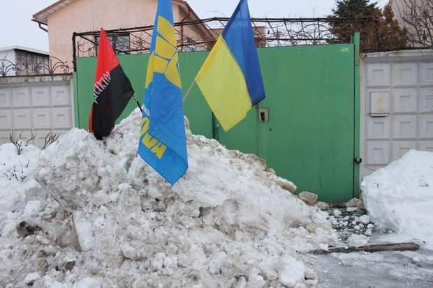 Дороги у селі, де машкав мер були розчищені, на відміну від міста