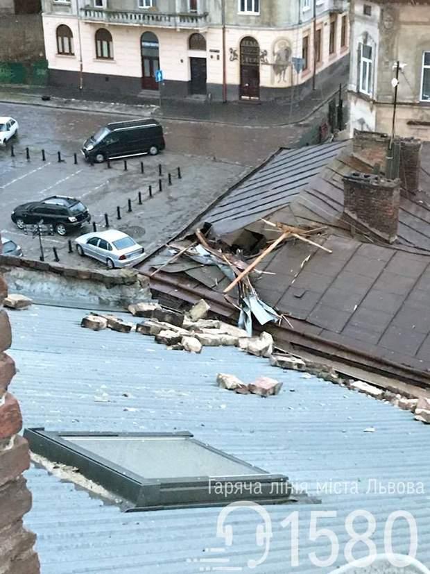 Львів вітер негода зірвало дах будинок надзвичайні ситуації