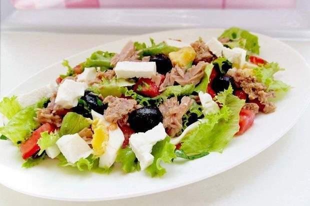 Салат з тунцем