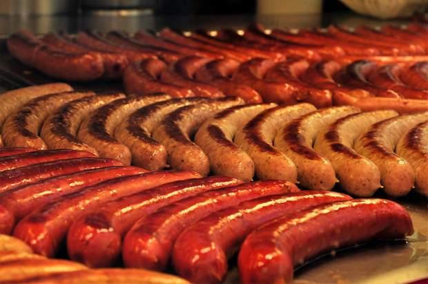 Від ковбас і сосисок краще повністю відмовитися