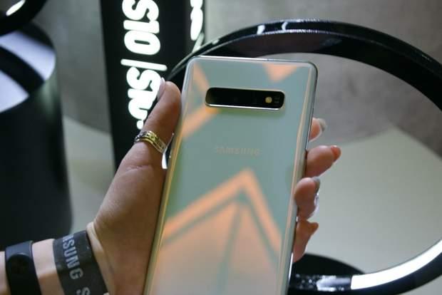 Дизайн смартфона Samsung Galaxy S10 +