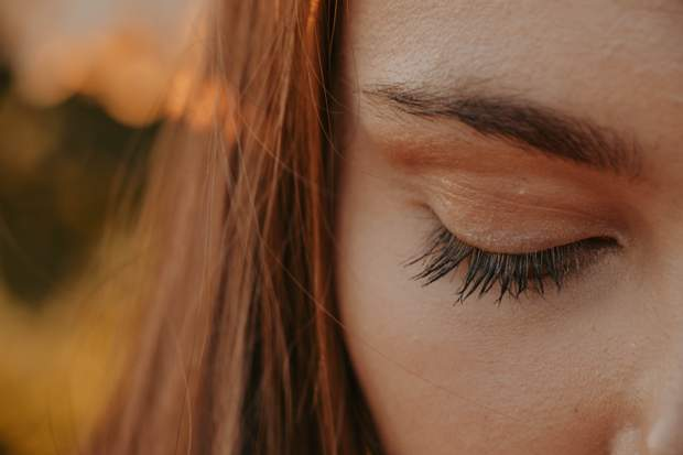 Брак сну негативно впливає на шкіру