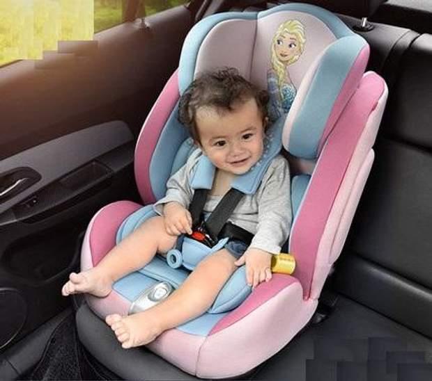 Під час поїздки садіть дитину в автомобільне крісло