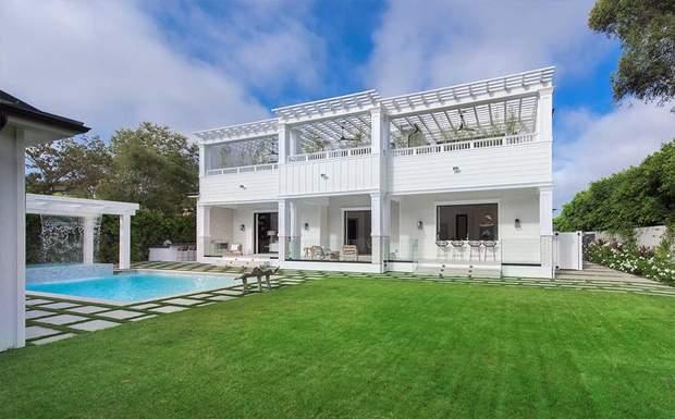 Брюс Уиллис с женой переехали в Лос-Анджелес: фото роскошного имения за 9,8 миллиона долларов