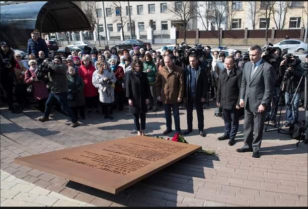 Борис Нємцов сквер Київ