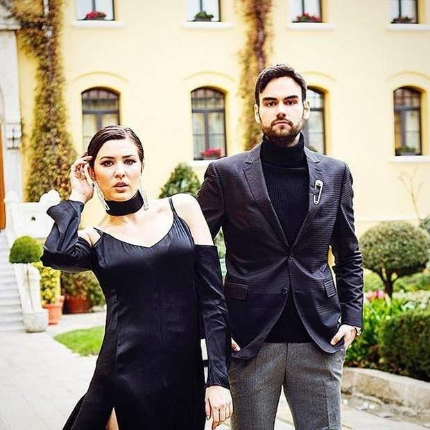 В прозрачном платье и кожаном мини: MARUV снялась в фотосессии для турецкого глянца