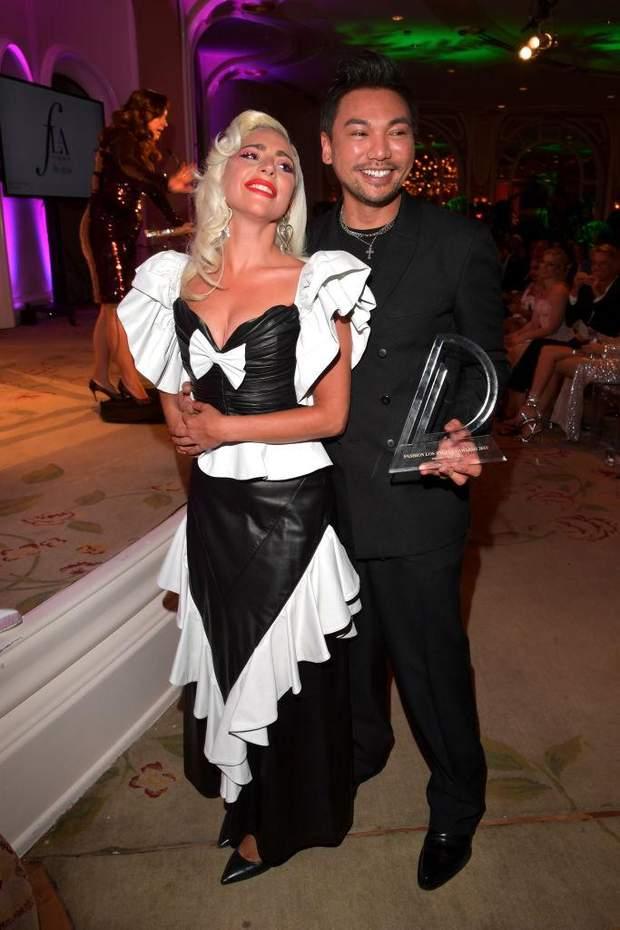 Співачка Леді Гага зі своїм другом
