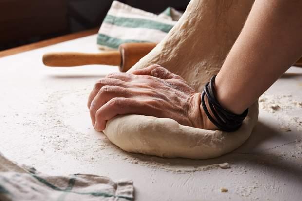 Дріжджі додають до тіста, щоб воно було пухким та більш поживним