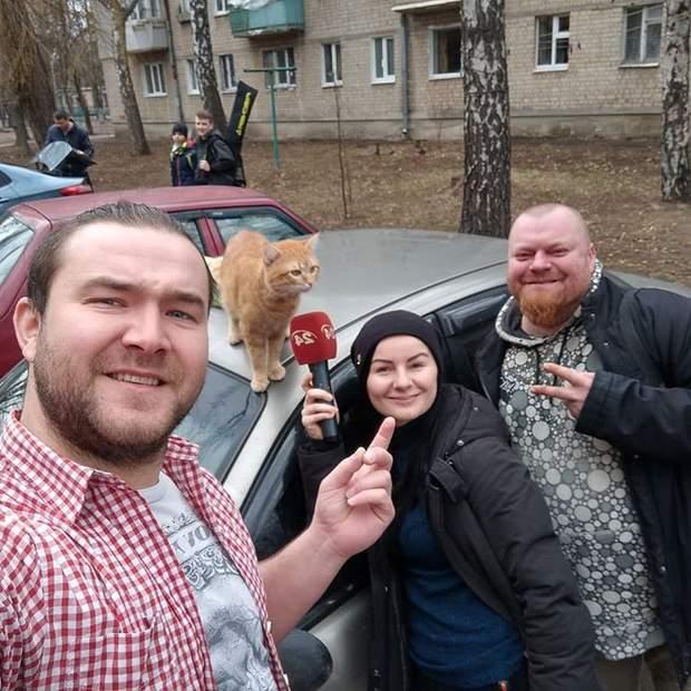 Журналісти 24 каналу прокаталися з таксистом-котом
