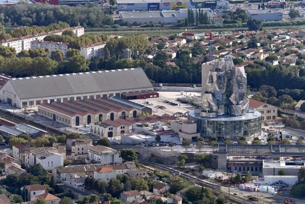 будівля культурний центр Френк Гері Франція Арль