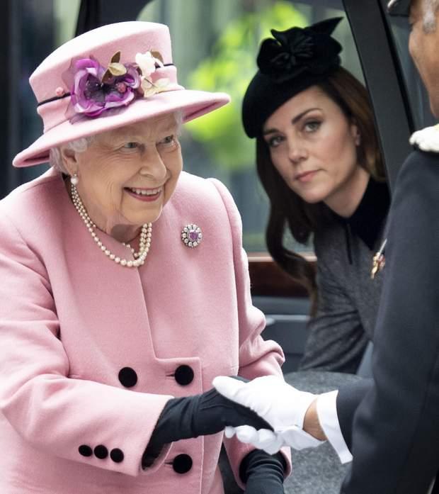Єлизавета II і Кейт Міддлтон