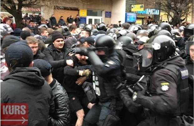 Івано-Франківськ сутички Нацкорпус Нацдружини Порошенко поліція