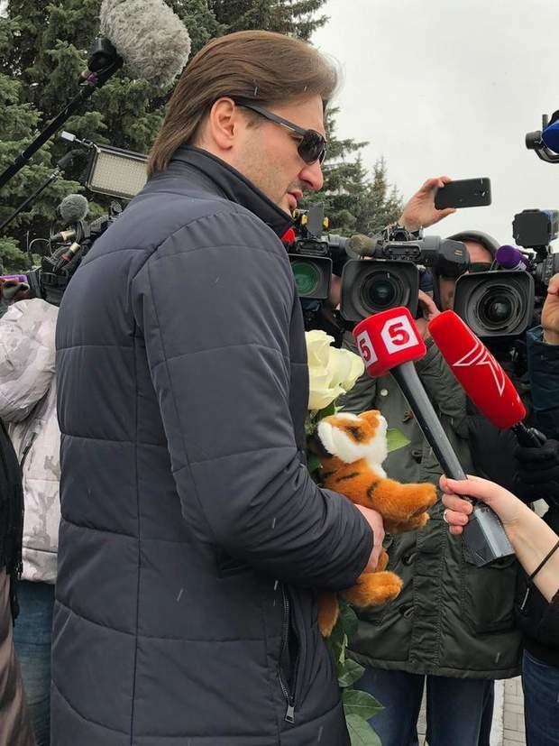 В Москве звезды прощаются на похоронах с Юлией Началовой: фото