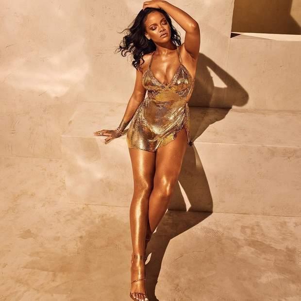 Бронзовый тело и позолоченное платье: Рианна предстала в сексуальной съемке для своего бренда