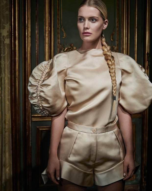 Племянница принцессы Дианы Китти Спенсер украсила обложку Harper's Bazaar: стильные образы