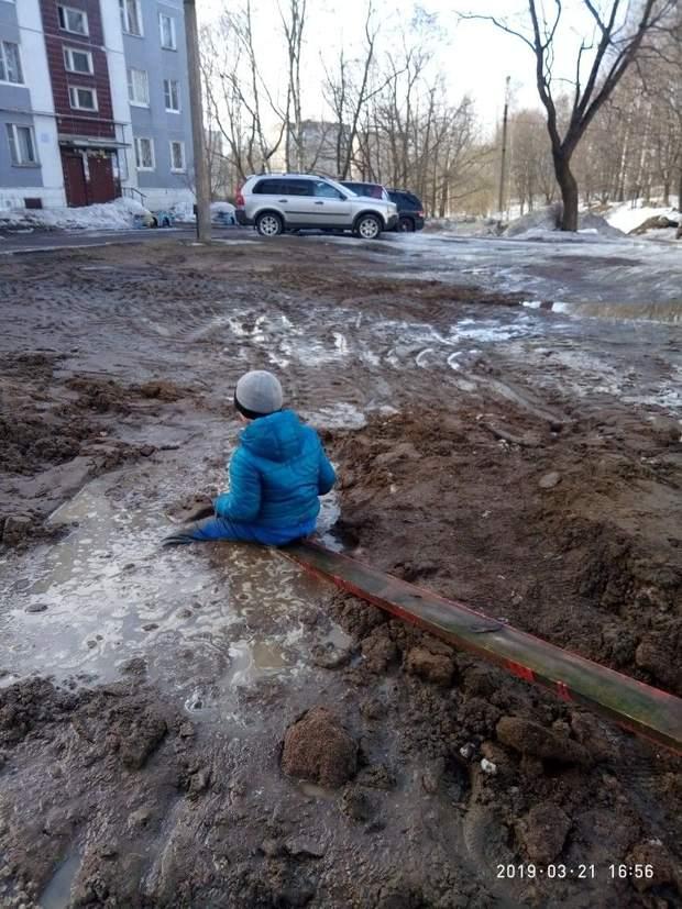 Хлопчик,багнюка, Росія, болото