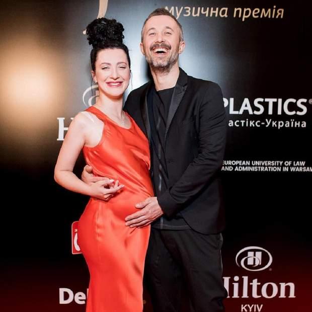 Сергей Бабкин вышел на красную дорожку с беременной женой: счастливые фото