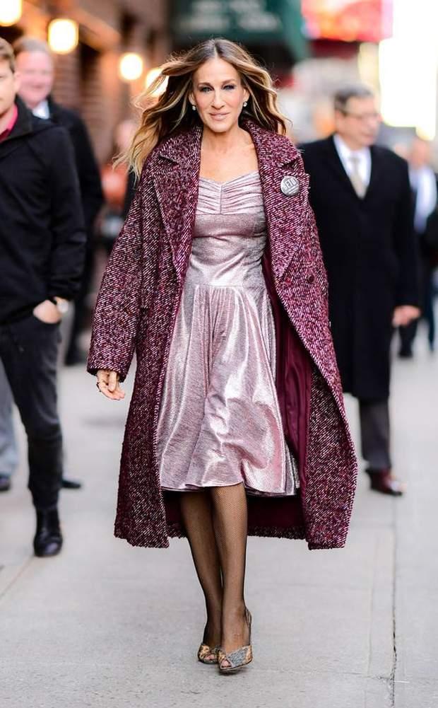 В блискучій сукні та пальто