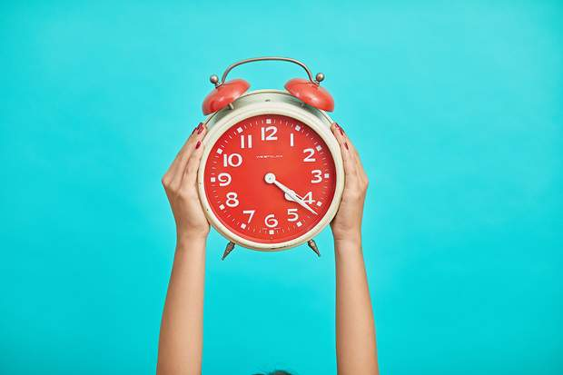 Чому переводять годинники