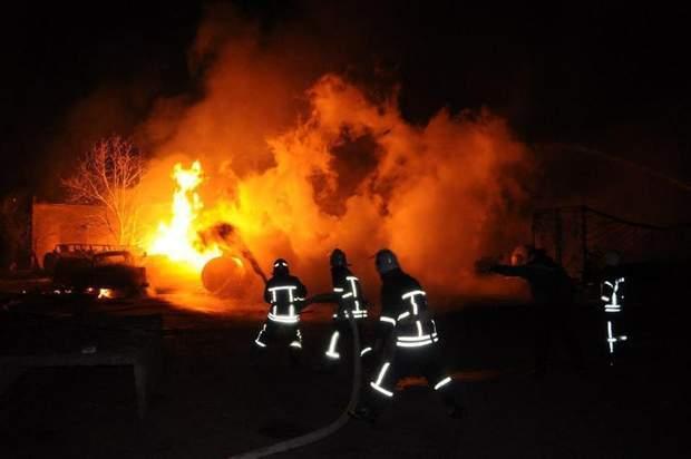 Взрыв газовоза: уничтожены 8 легковых автомобилей и10 фургонов (видео)— Mail.ru Авто