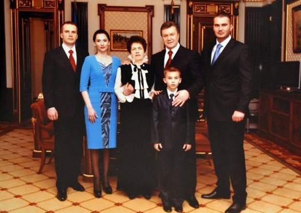 Людмила Янукович, Віктор Янукович з родиною