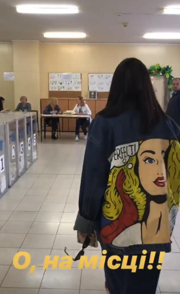 Джамала на виборчій дільниці