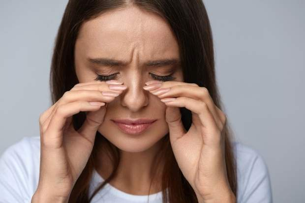При алергії можуть свербіти очі