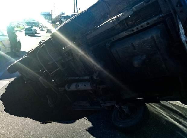 Авто провал асфальт Київ аварії ДТП