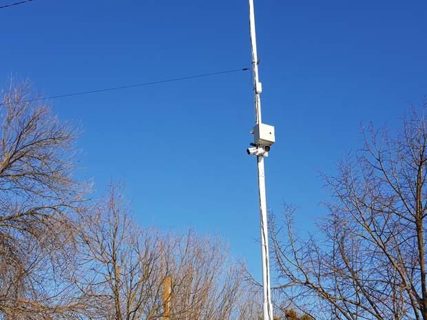 А у деяких місцях встановлені камери спостереження