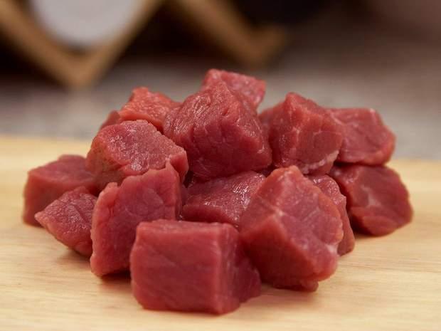 Свіже м'ясо корисніше та дешевше за ковбасу