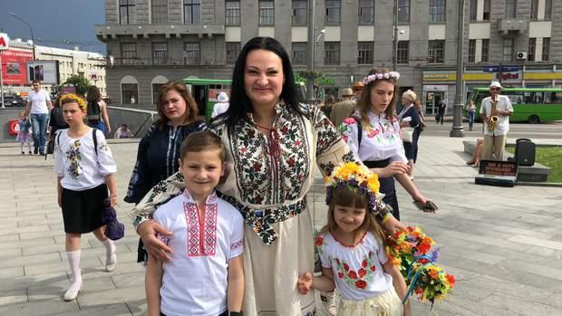 Яна Черона з двома дітками