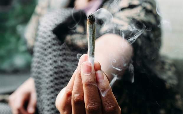 49% опитаних людей зі США зізналися, що вживали марихуану перед сексом