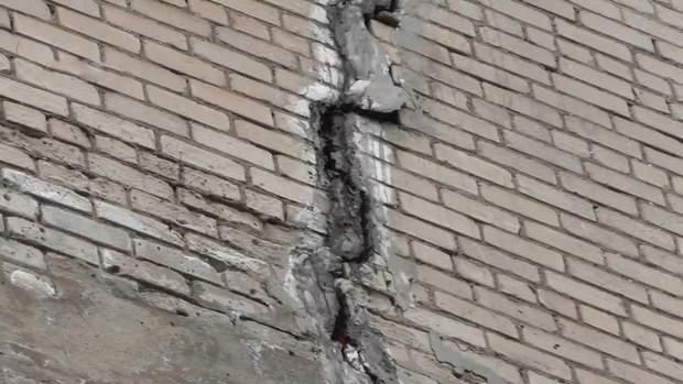 Аварійний будинок в Маріуполі