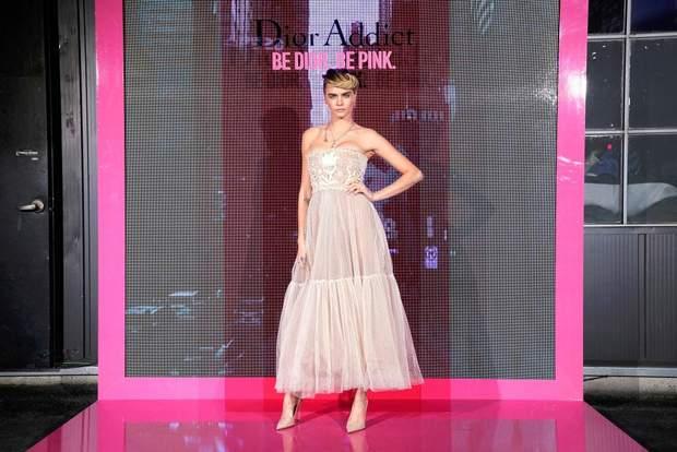 Кара Делевінь на презентації колекції макіяжу від Dior