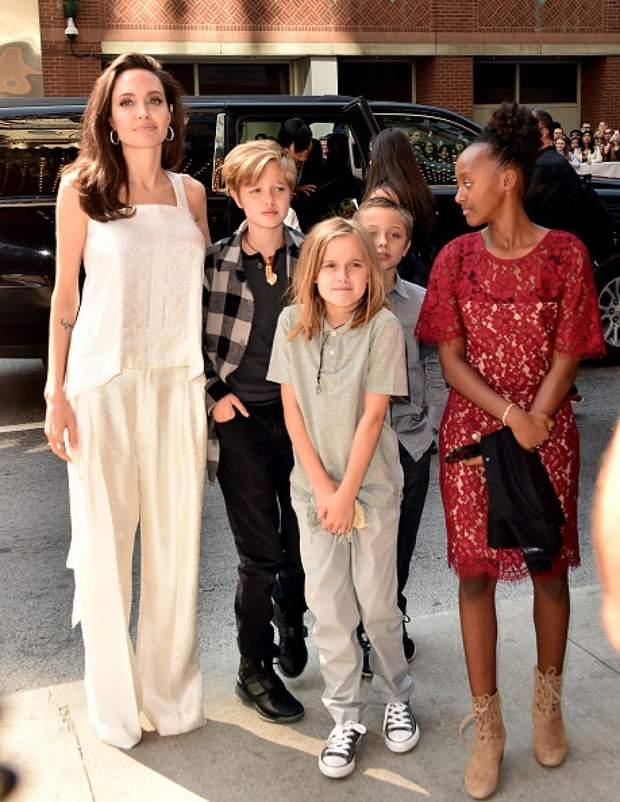 Анджоліна Джолі з дітьми