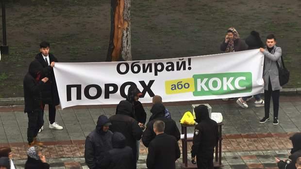 Банери під парламентом