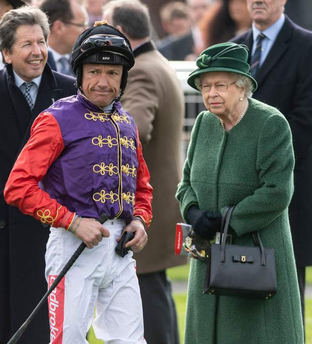 Її Величність Єлизавета ІІ на кінних перегонах
