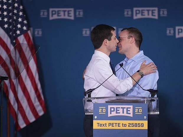 Мэр Питт является открытым геем