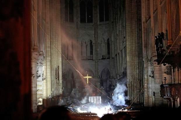 Собор Паризької Богоматері, Франція, Пожежа