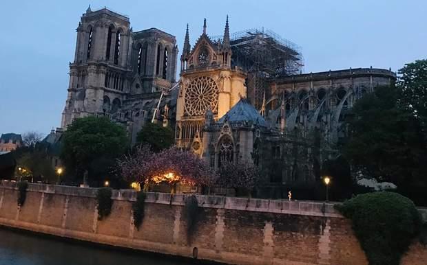 нотер дам париж фото пожежа в парижі