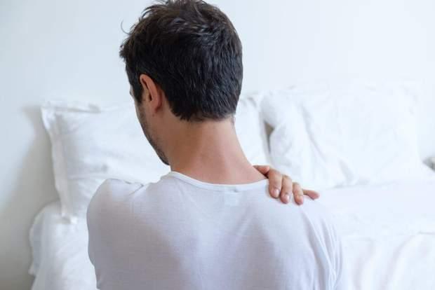 Чому болить у плечах