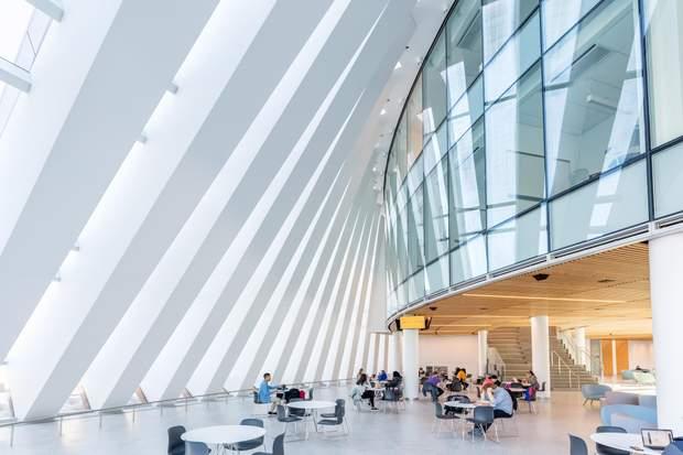 Інтер'єр нової будівлі унівеситету в Массачусетсі