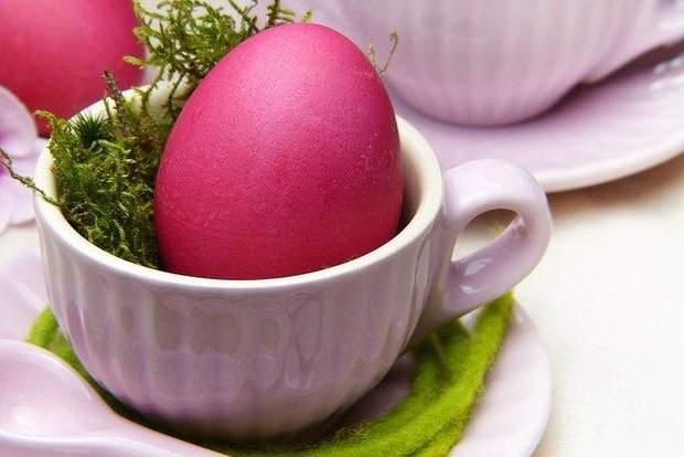 Пофарбувати яйця у бордовий колір дуже легко!