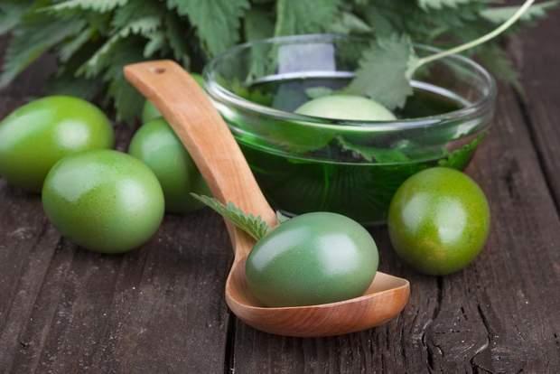 Фарбування яєць зеленкою