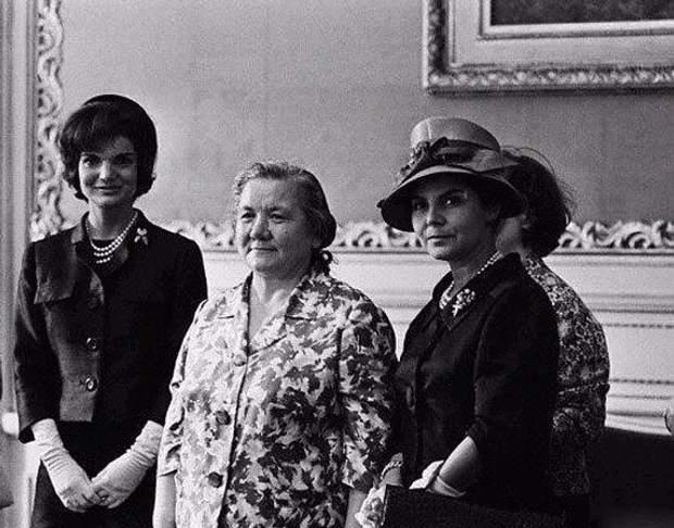 Дружини Кеннеді та Хрущова
