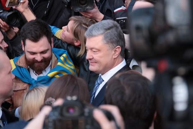 Порошенко потиснув руки українцям