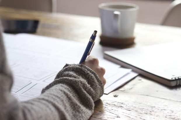 Тунельний синдром може виникати через письмо