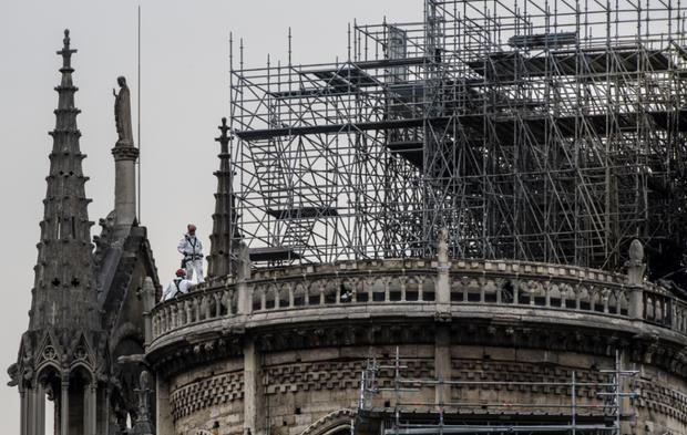 Робітники встановлювали будівельне риштування