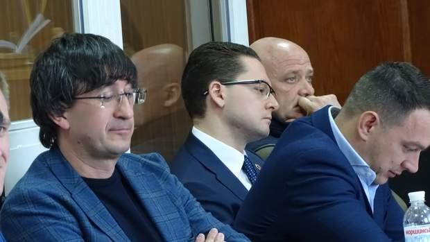 Обвинувачені Василь Шкрябай, Павло Вугельман, Геннадій Труханов та захисник Тарас Пошиванюк.